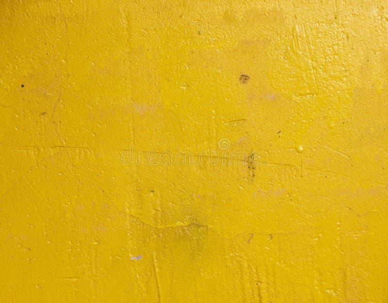 Mur concret de vieux cru criqué grunge et de ciment de moule de texture ou fond jaune-clair de plancher image stock