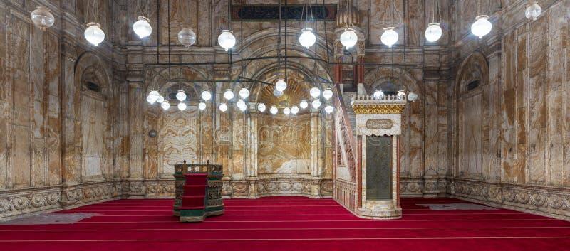 Mur d'albâtre avec le créneau gravé et plate-forme à la mosquée de Muhammad Ali Alabaster Mosque, citadelle du Caire en Egypte photographie stock libre de droits