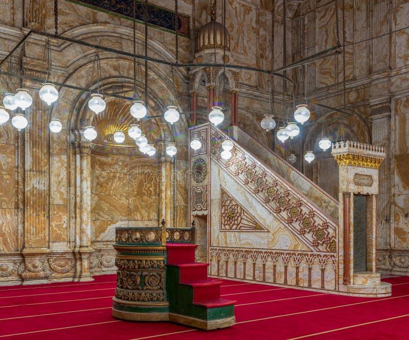 Mur d'albâtre avec le créneau gravé et plate-forme à la mosquée de Muhammad Ali Alabaster Mosque, citadelle du Caire en Egypte images libres de droits