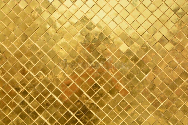Mur d'or dans le palais grand images libres de droits