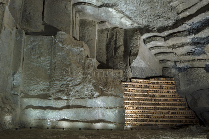 Mur dans la mine de sel dans Wieliczka, Pologne images libres de droits