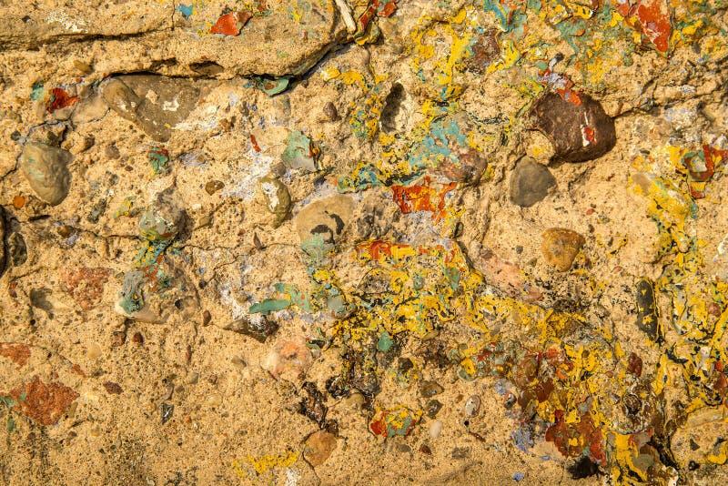 Mur de béton avec des restes de couleur image stock