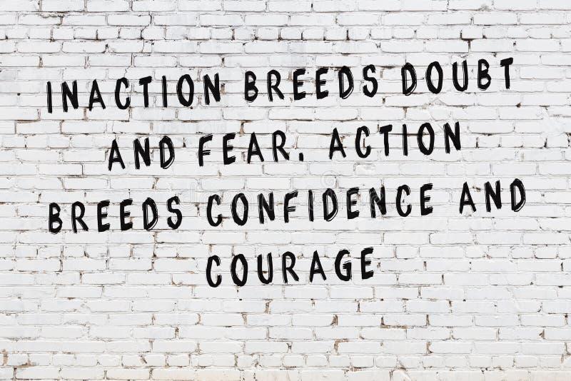 Mur de briques blanc avec l'inscription de motivation noire peinte de citation illustration libre de droits