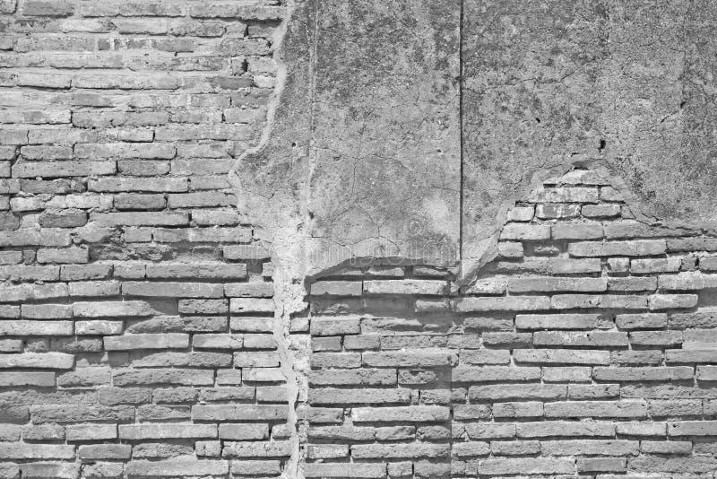 Mur de briques blanc avec le fond concret criqué images libres de droits