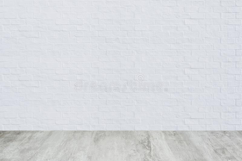 Mur de briques blanc avec le fond de texture de plancher de ciment photographie stock