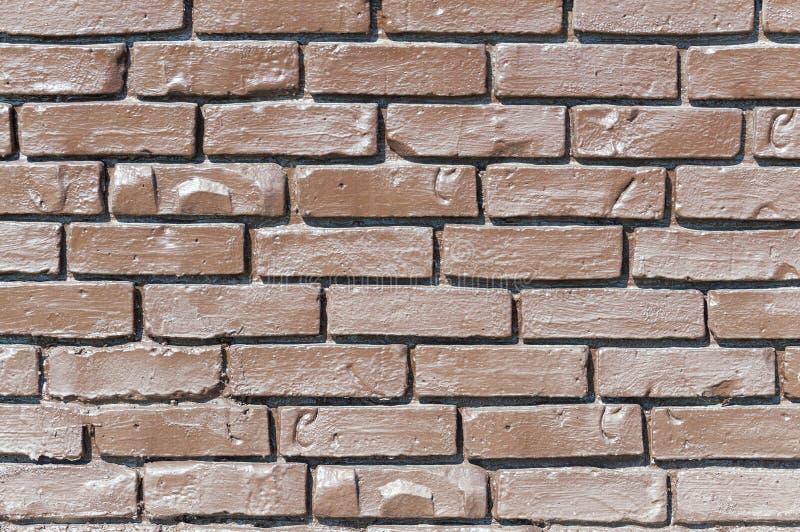 Mur de briques de Brown La brique est peinte avec la laque claire Fond photographie stock libre de droits