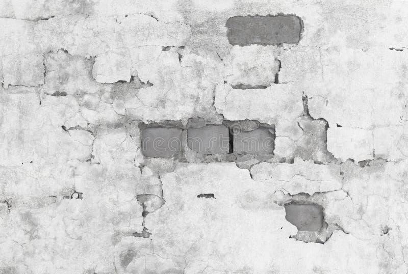 Mur de briques couvert de plâtre cassé photographie stock libre de droits