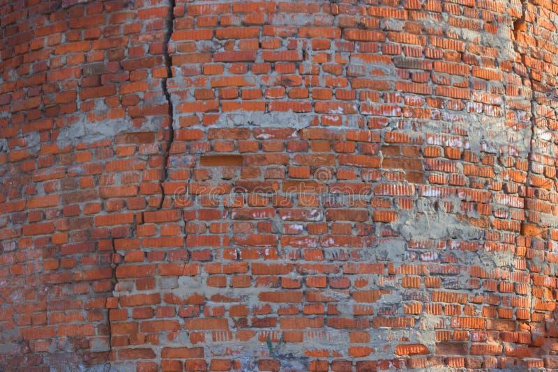 Mur de briques criqué photographie stock