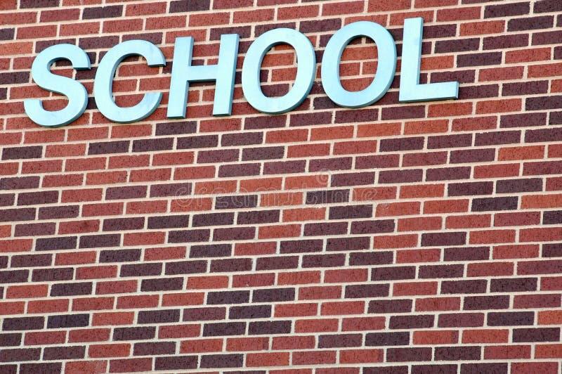 Mur de briques d'école image libre de droits