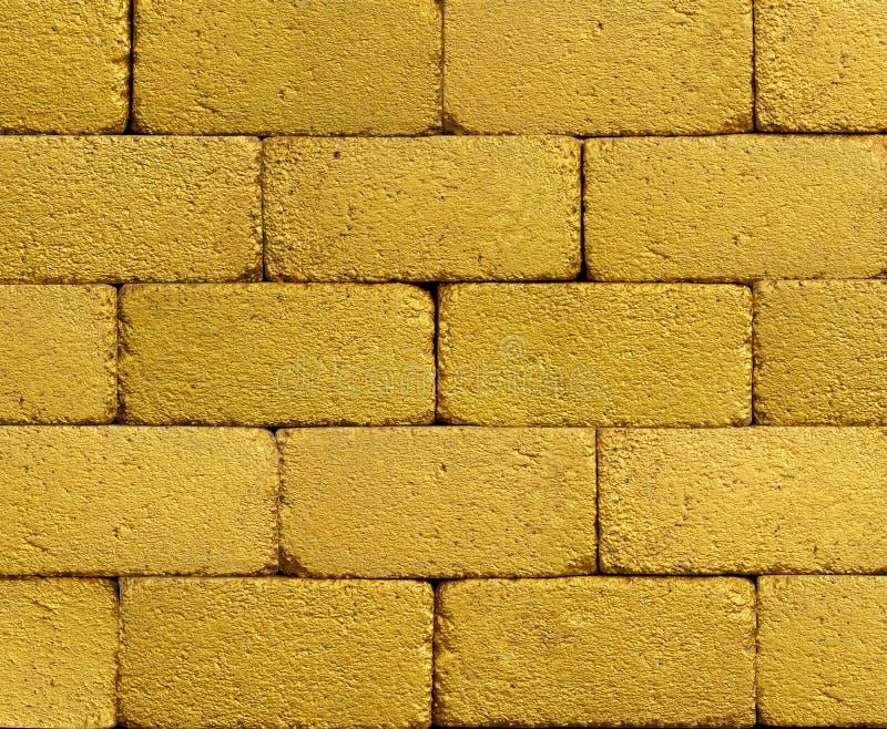 Mur de briques d'or jaune images libres de droits
