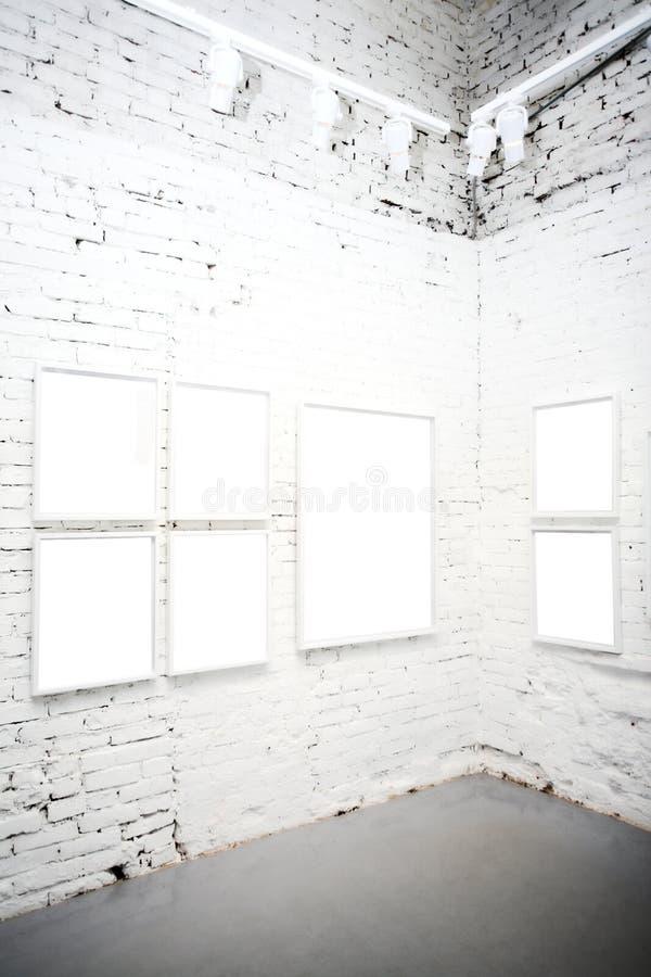 Mur de briques dans le musée avec des trames photographie stock
