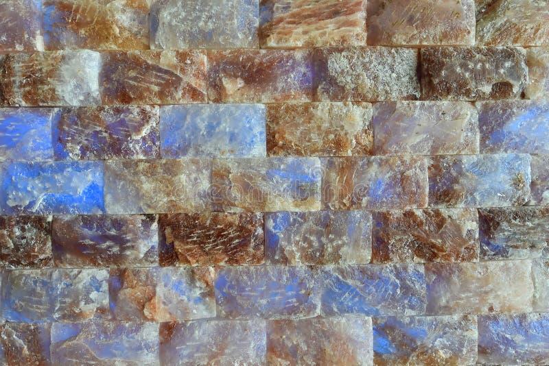 Mur de briques de sel dans un sauna images libres de droits