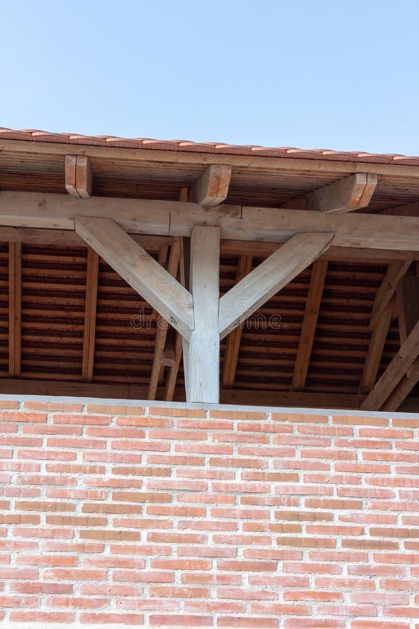Mur de briques et toit rouges photographie stock