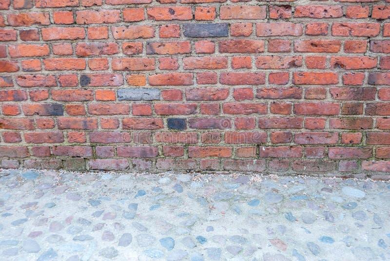 Mur de briques et trottoir, l'espace de copie, images libres de droits