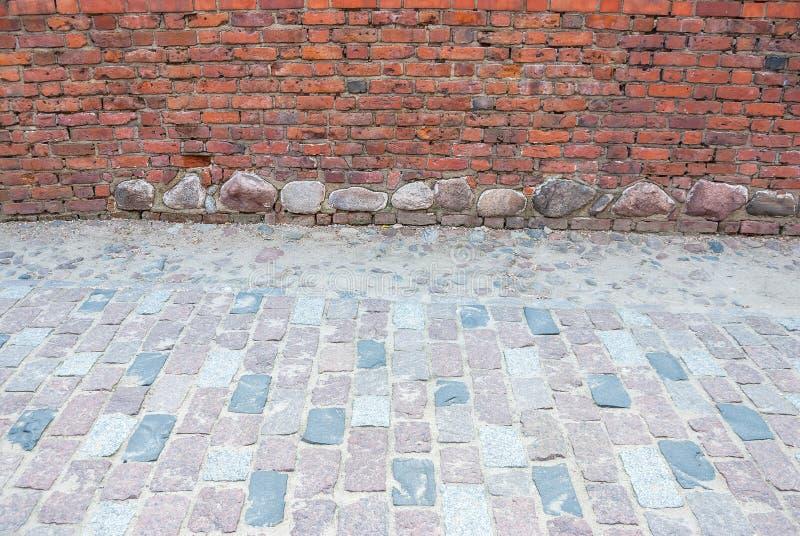 Mur de briques et trottoir, l'espace de copie images stock