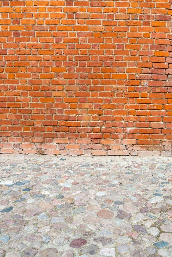 Mur de briques et trottoir, l'espace de copie, photos stock