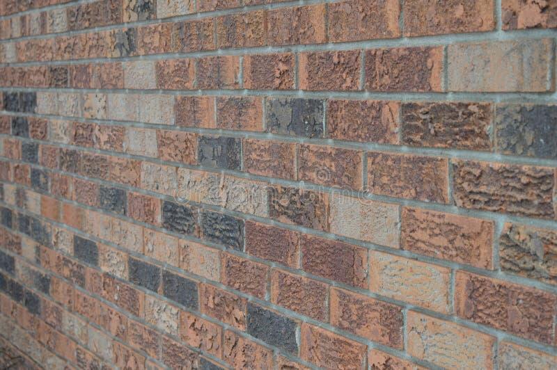 Mur de briques pêché au côté gauche photographie stock