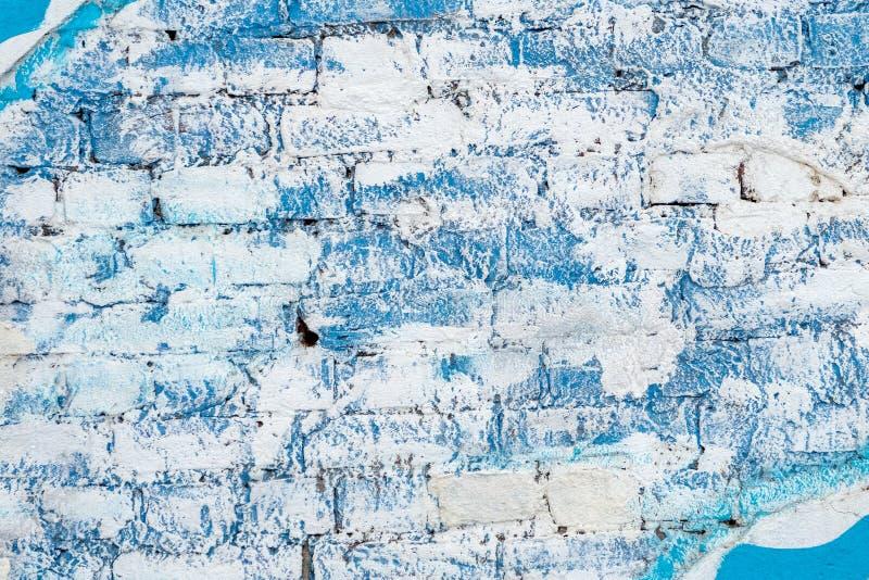 Mur de briques peint avec le bleu images libres de droits