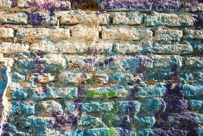 Mur de briques peint dans des couleurs en pastel de peinture différente. images stock