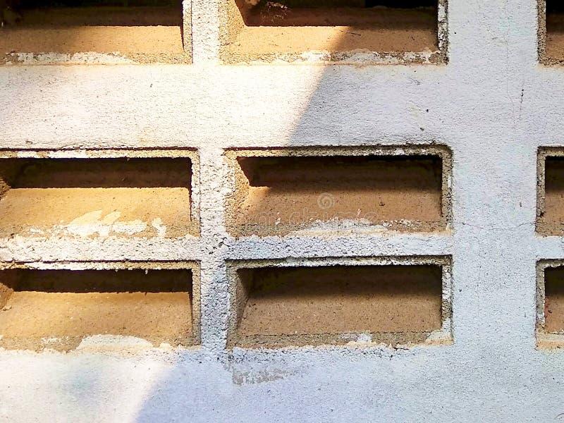 Mur de briques de soufflure images libres de droits