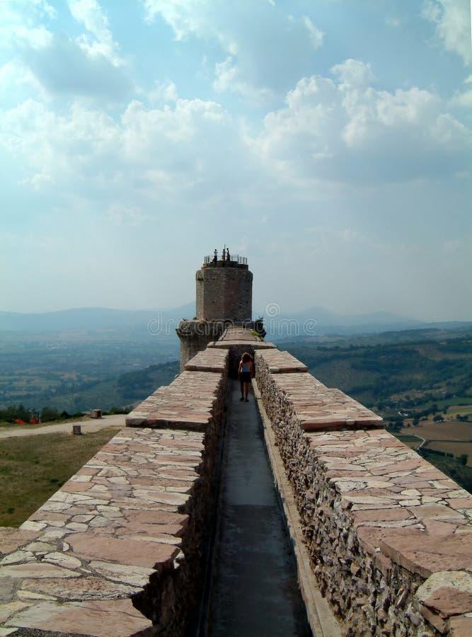 Mur de château d'Assisi image libre de droits