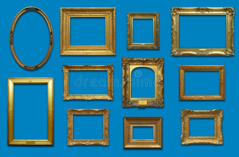 Mur de galerie avec des cadres d'or photos libres de droits