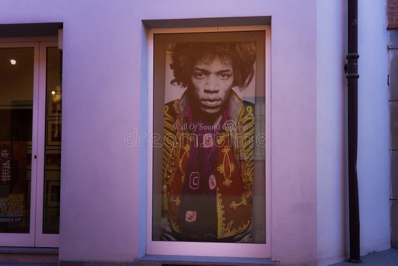 Mur de galerie saine, annonce de sede d'escroquerie de musem de photographie de musique de beaux-arts alba en Di Cuneo Italie de  photos libres de droits