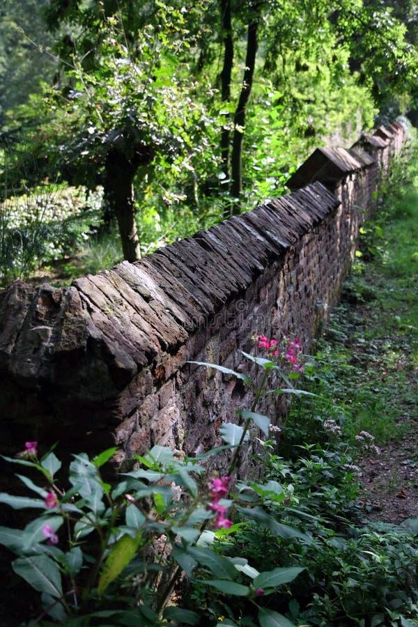 Mur de jardin de roche photos libres de droits