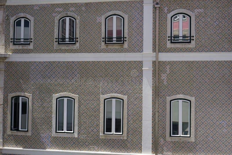 Mur de l'inLisbon de construction, décoré par les carreaux de céramique peints typiques photos stock