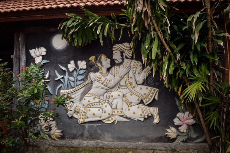 Mur de pavillon décoré des ornements sur le rivage de la mer photo libre de droits