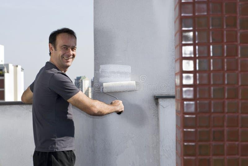 Mur de peinture d'homme souriant - horizontal images stock