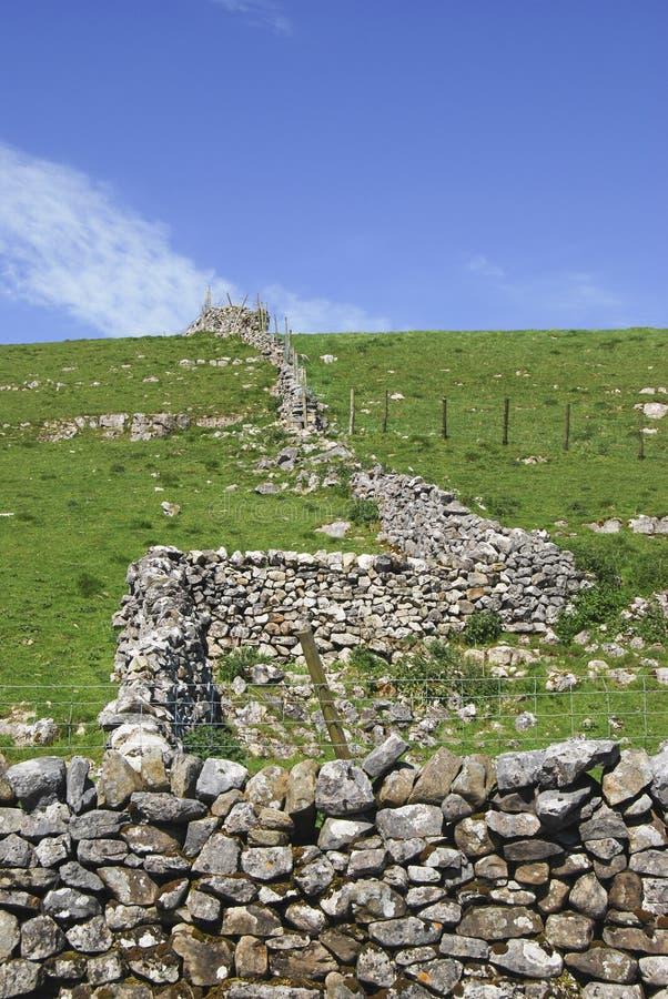 mur de pierres sèches Yorkshire de vallées photos stock