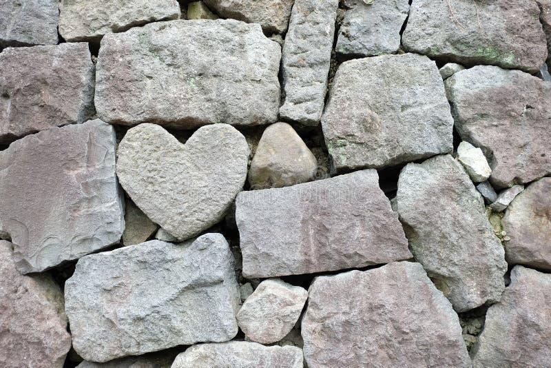 Mur de roche de coeur photos stock