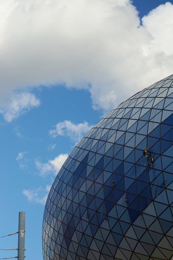 Mur de stade de Dinamo en ciel bleu de reflecs de Moscou photographie stock