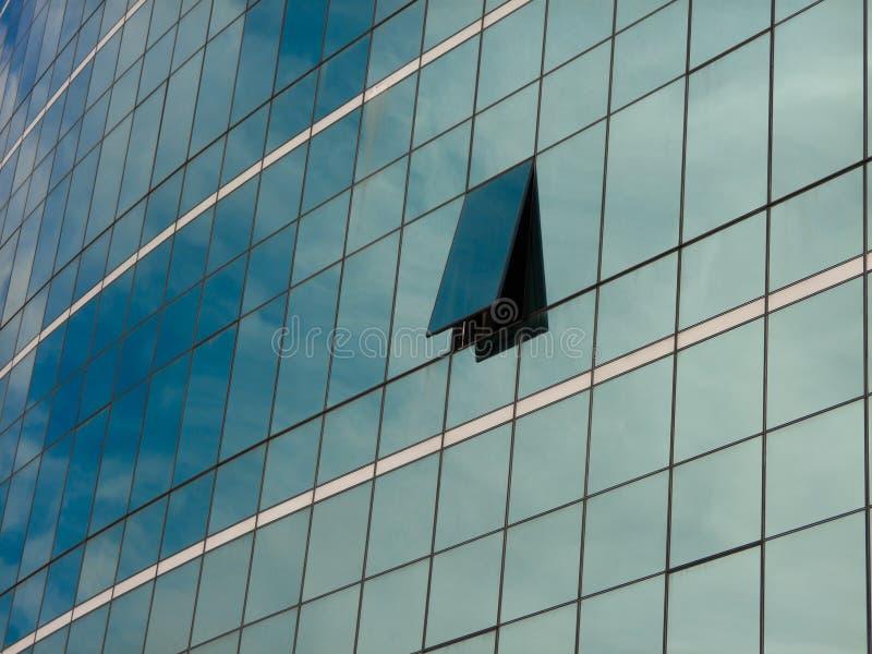 Mur de verre bleu moderne de gratte-ciel