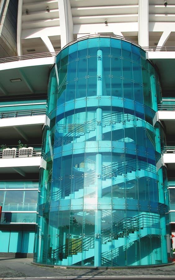 Mur de verre pour les escaliers photos stock