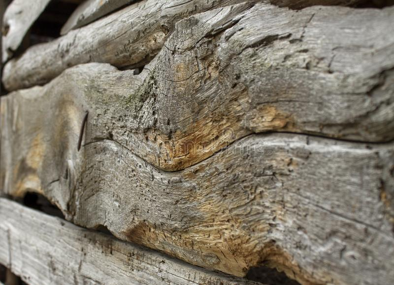 Mur de vieux bois criqué image stock