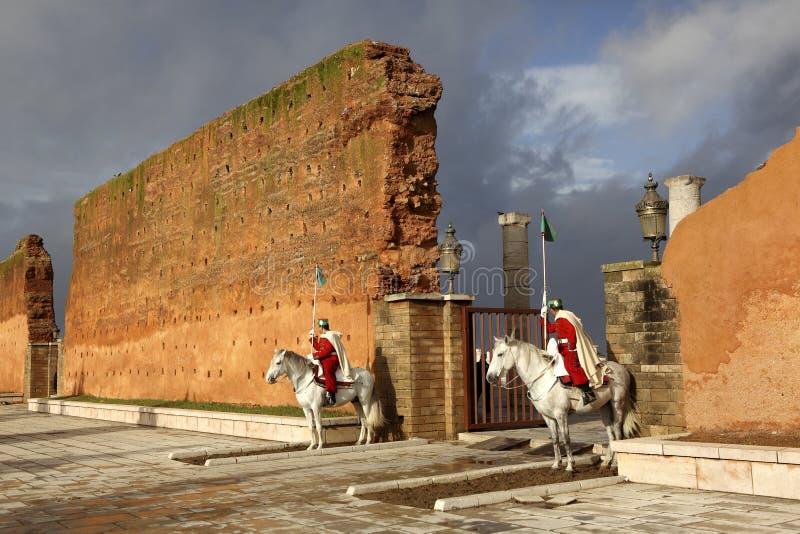 Mur de ville de mausolée Mohamed V. à Rabat photographie stock