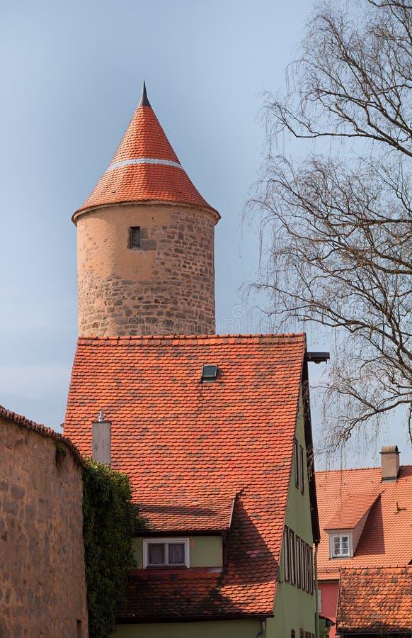 Mur de ville et tour de dinkelsbuhl historique de ville photos stock
