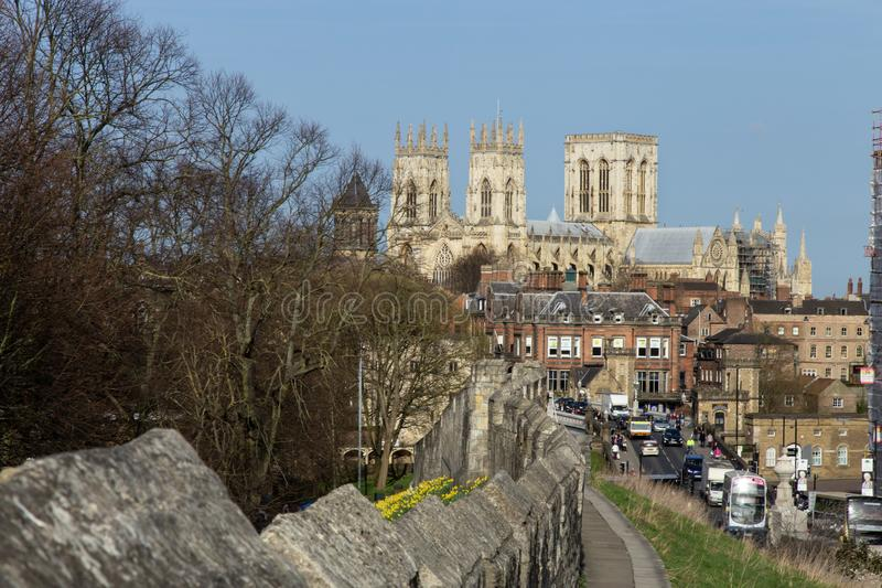 Mur de ville vers York Minster York, North Yorkshire, Angleterre photos libres de droits