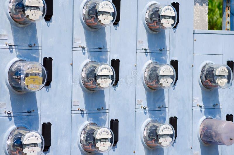 Mur des mètres électriques images stock