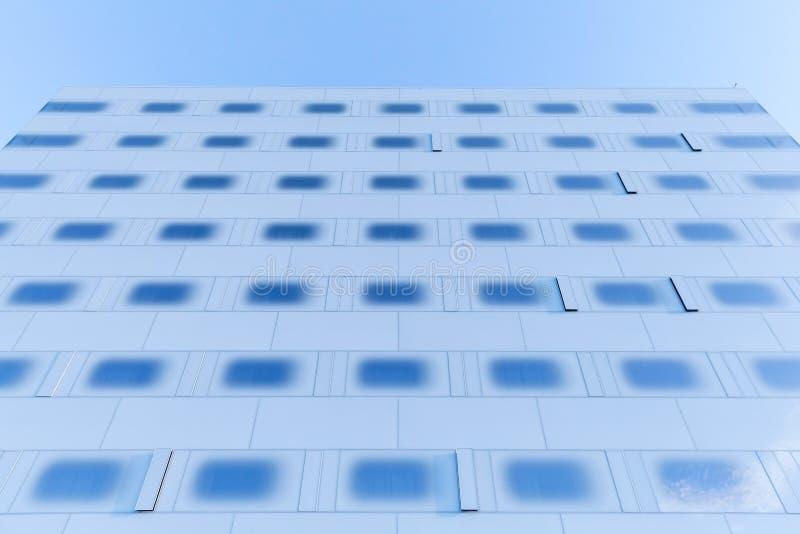 Mur du verre bleu en acier et modifié la tonalité images libres de droits