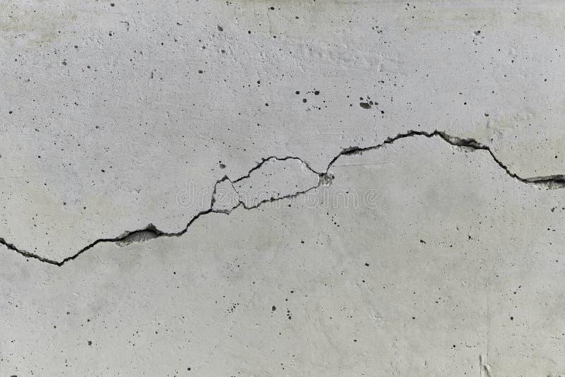 Mur en béton criqué photographie stock