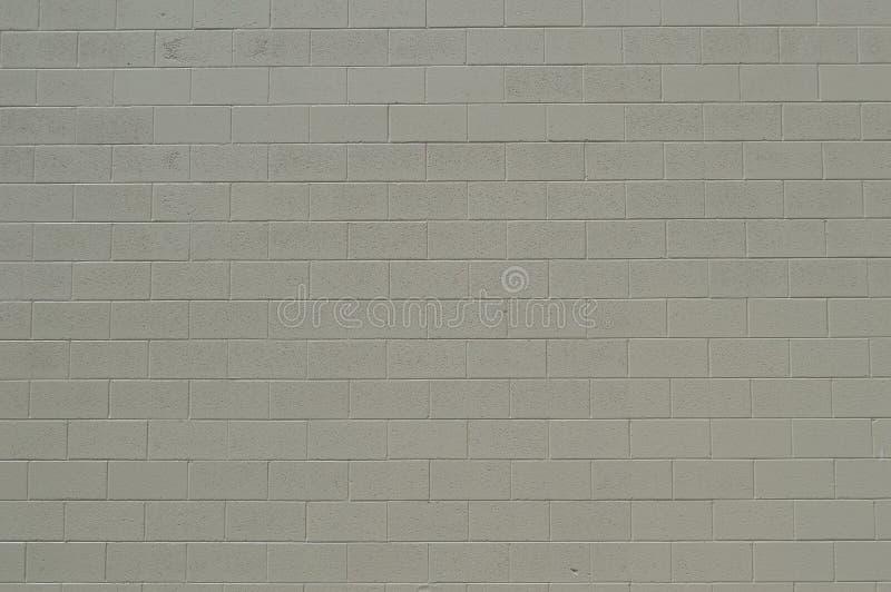 Mur en béton peint bronzage de blanc - fond de symétrie photos stock