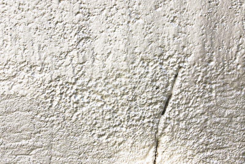 Mur en béton peint pulvérisé métallique gris blanc en tant que fond abstrait de texture image stock