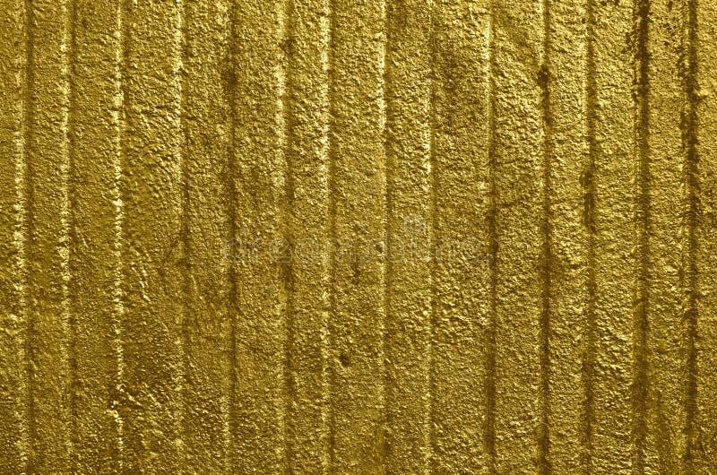 Mur en b?ton ray? brillant de couleur d'or photo libre de droits