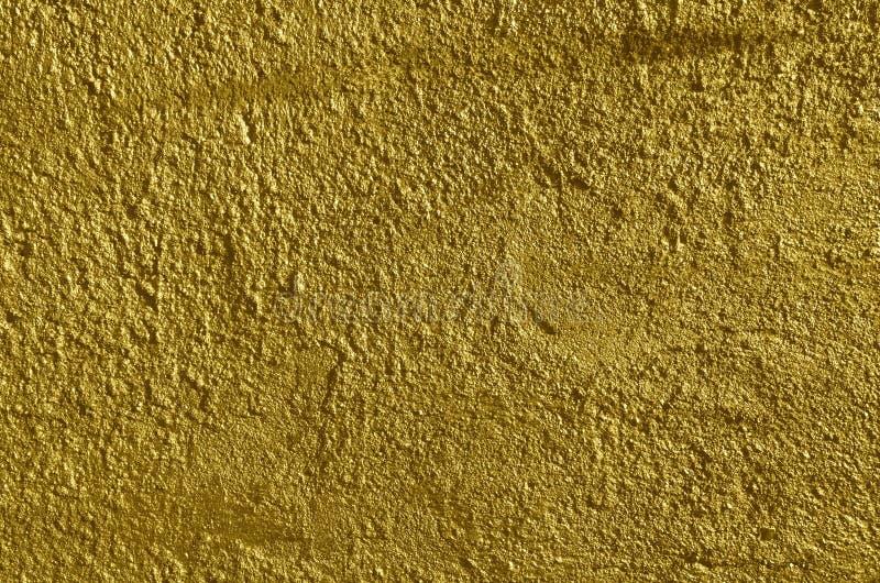 Mur en béton rugueux de couleur d'or photos stock