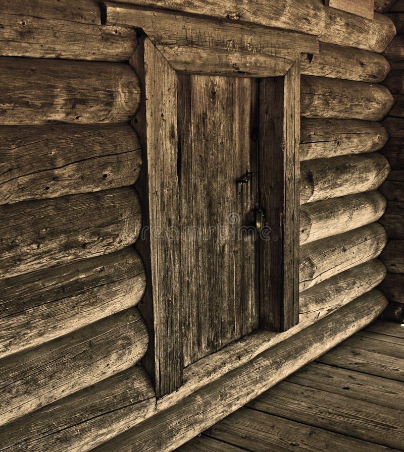 Mur en bois avec la trappe photographie stock