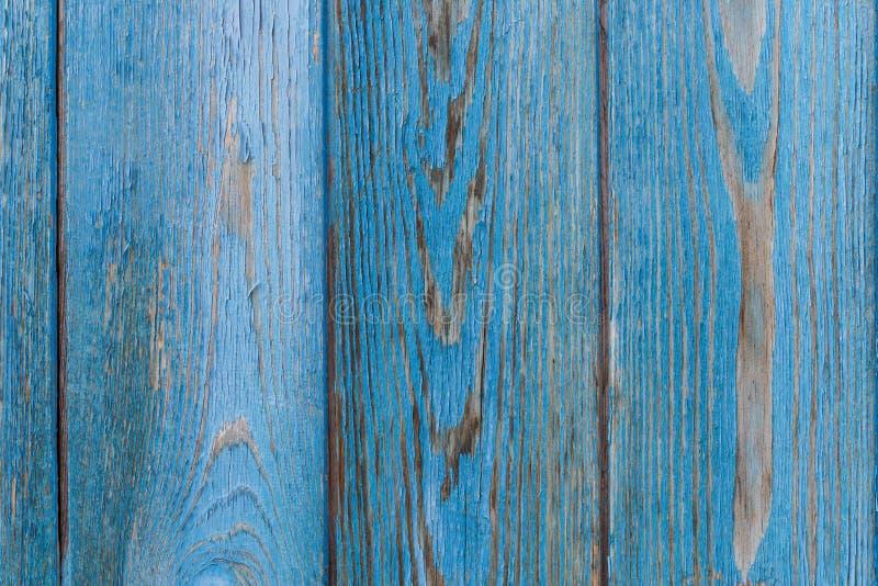 Mur en bois bleu Vieilles planches en bois minables avec la peinture criqu?e de couleur photos stock