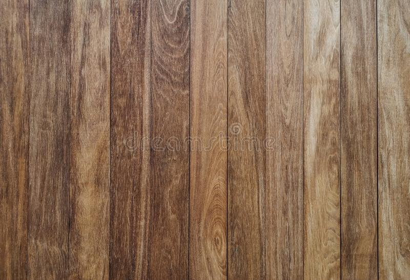 Mur en bois brun vertical - fond en bois de Brown, les murs de t photo stock